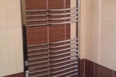 26) I podlahové topení je možné doplnit o tzv. topný žebřík.