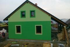 31) Dokončená fasáda. Domácí se inspirovali fasádou v renomovaném časopise o bydlení.