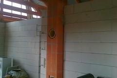 5) V rámci stěn (svislých konstrukcí) je nutné umístit komínové těleso.