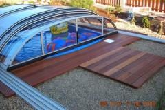 38) Dokončený, zastřešený a zabydlený bazén – děti moc rády.